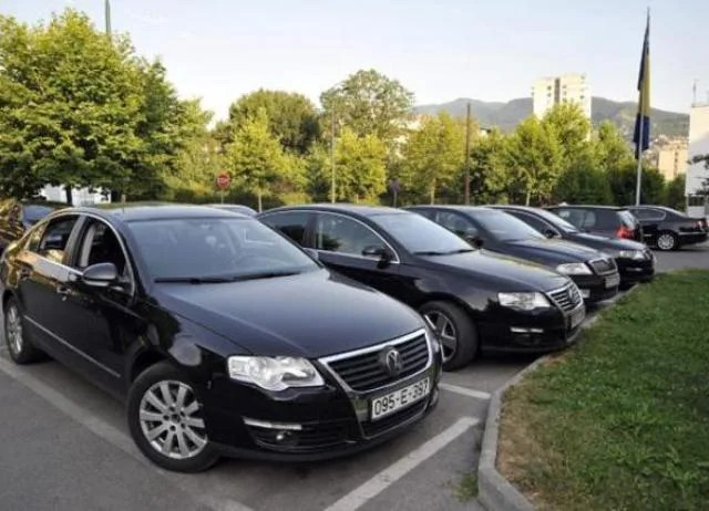 Grad prodaje službena vozila za 150 eura
