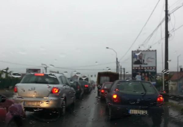 Pančevački most i Zrenjaninski put paralisani zbog kiše i gume - 2014