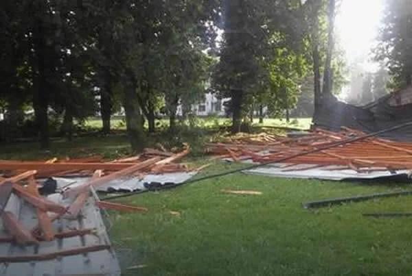 vetar oduvao krov sa bolnice u Padinskoj Skeli2