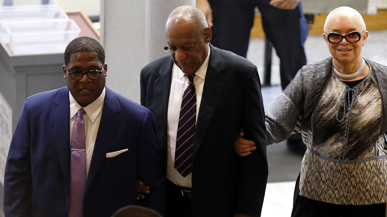 Bill Cosby with wife entering court-159532.jpg30391145