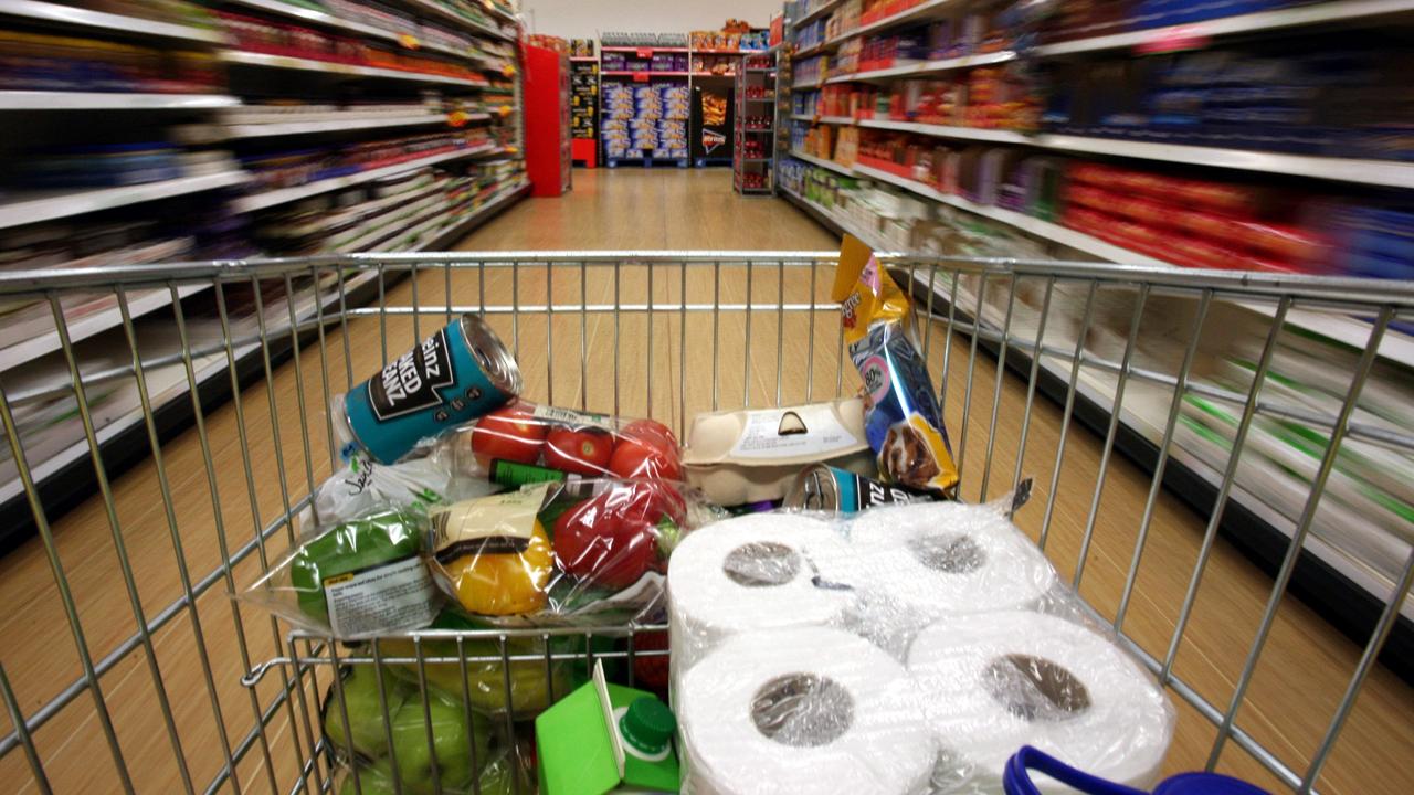 Grocery cart in aisle-159532.jpg87767573