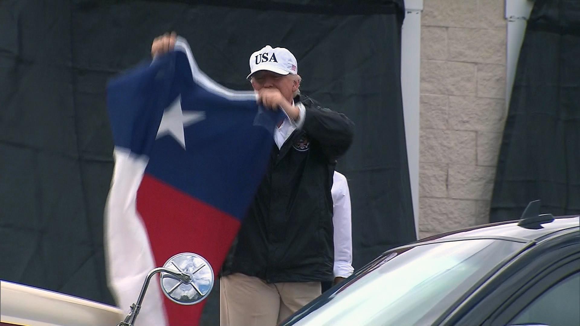 Trump waiving Texas flag-159532.jpg89996242