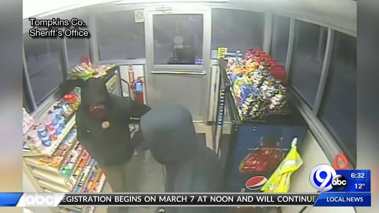 Armed_robbery_at_Lansing_gas_station_8_20190220113900