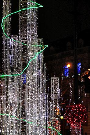 Parisiens Printemps Haussmann Galeries Lafayette Bhv Le Bon Marché S Ornent Dès Novembre De Leurs Plus Belles Décorations Fête Pendant Que Les