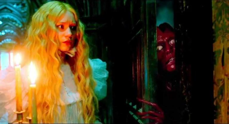 Doug Jones e Mia Wasikowska in Crimson Peak