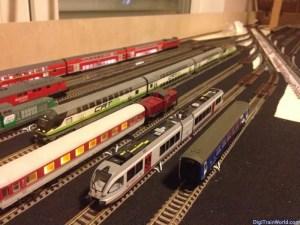 Gare cachée à l'échelle N: avec les trains!