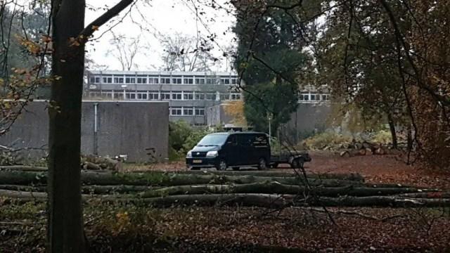De te slopen (school)gebouwen bij De Cloese. (foto: LochemsNieuws)