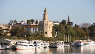Sevilla: calle Betis, la Maestranza y la Macarena