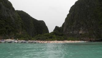 El monzón universal en Phuket y el sol en la isla Phi Phi