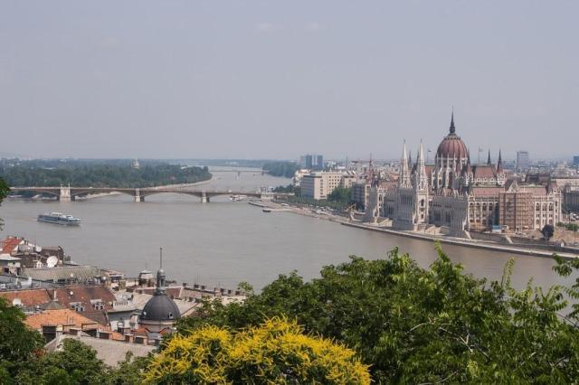 Parlamento y río Danubio