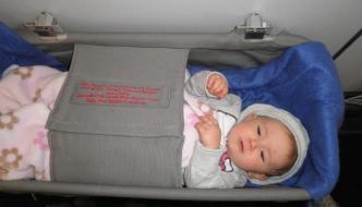 Guía: Viajar en avión con un bebé