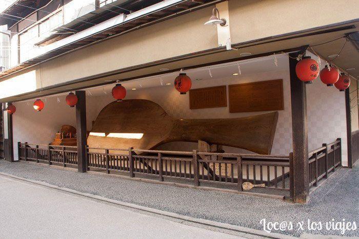 Cosas curiosas que se ven en Miyajima: la cuchara para arroz más grande del mundo