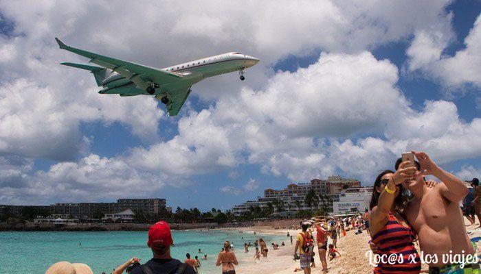 La Playa De Los Aviones En La Isla De Sint Maarten Loc S X Los Viajes