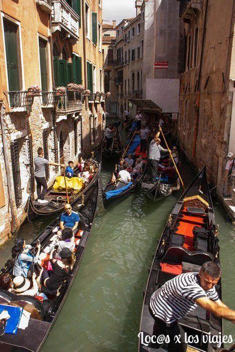 Atasco de góndolas en Venecia