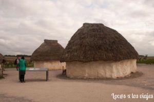 Réplicas de casas neolíticas en Stonehenge