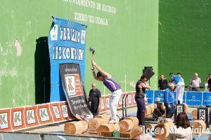 Aizkolaris en la Fiesta de la Vendimia de la Rioja Alavesa
