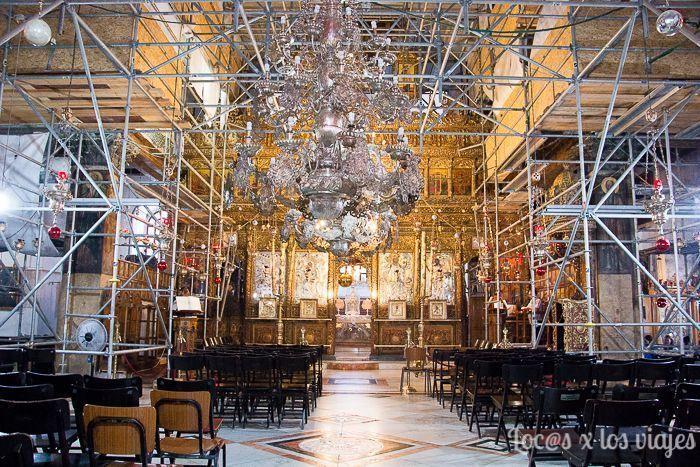 La Iglesia de la Natividad de Belén con andamios