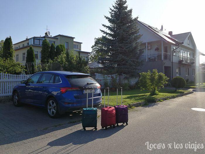 Las maletas de mano Gabol y el coche de alquiler