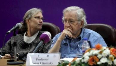Noam Chomsky tijdens een lezing aan de islamitische universiteit van Gaza