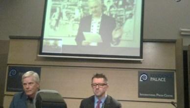 Persconferentie WikiLeaks in Brussel op 27 november 2012 met Julian Assange via skype