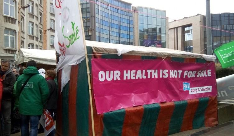 """""""Onze gezondheid is niet te koop"""". Deze 'noodkliniek' biedt zeer goede gezondheidszorg ... voor wie het kan betalen"""