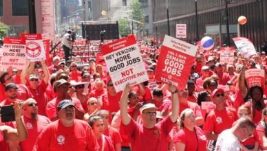 """Betoging van Verizon-personeel """"Hey Verizon, meer goede banen, geen bonussen voor CEO's"""""""