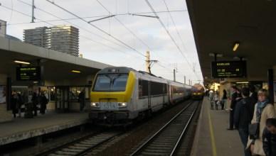 Trein Charleroi-Antwerpen in Brussel-Noord