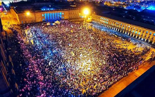 Steunbetoging voor het vredesakkoord na het referendum van 2 oktober op de centrale plaats van Bogotá
