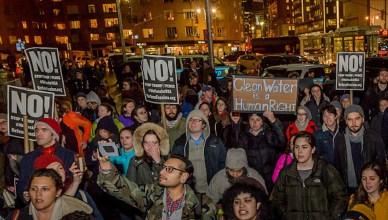 Protesten aan de Tump Tower in Washington
