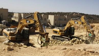 Caterpillar-machines worden ingezet voor de vernietiging van Palestijnse woningen en de bouw van koloniale nederzettingen