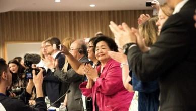 Diplomaten en politieke vertegenwoordigers juichten in juli 2017 de totstandkoming van het VN-verdrag op het verbod van kernwapens toe