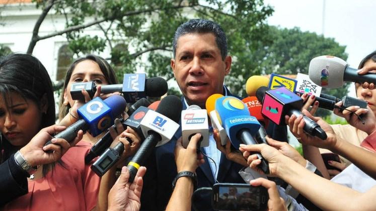 Uittredend gouverneur Henri Falcon van de deelstaat Lara erkent zijn nederlaag