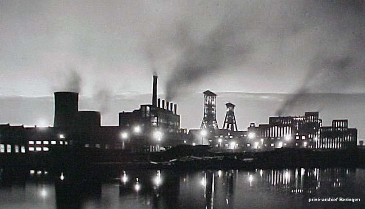 De mijn van Beringen in volle activiteit in 1960 met de kolenwasserij centraal