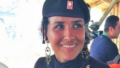 Paula Saenz was van haar 16de tot haar 26ste FARC-guerrillera en is sinds 2016 journaliste van de FARC-zender Nueva Colombia