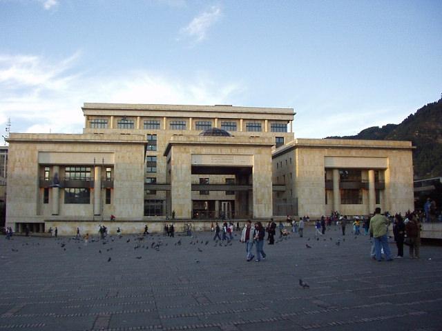 Het Grondwettelijk Hof van Colombia op de centrale plaats van de hoofdstad Bogotá na de reconstructie in 1990