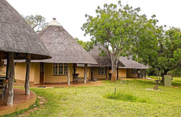 classic-accomodation-outlook-safaris-bungalows-pretoriuskop.jpg