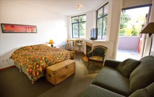 Affordable Studio in Whistler :: kitchen, deck, jetted tub Photographs