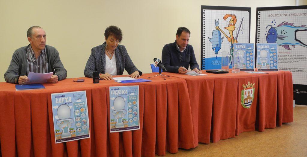 De Izda. a dcha. Iñaki Urrizalki, director gerente de NILSA; Mariví Sevilla, presidenta de Mancomunidad de Montejurra y Xabier Lasa, director general de Administración Local del Gobierno de Navarra.