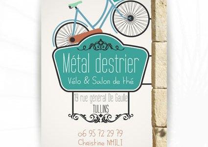 Cartes de visite Métal Destrier : un vélo dans un salon de thé