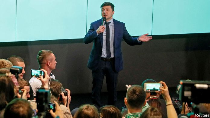 [NEWS #Alert] Ukraine puts a TV comedian in pole position to be president! – #Loganspace AI