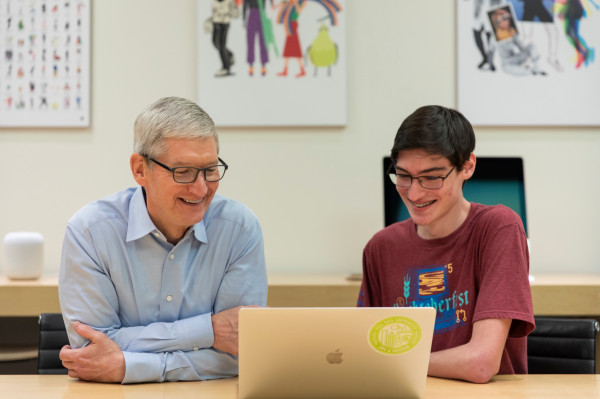 [NEWS] Apple CEO Tim Cook talks WWDC student program, coding initiatives and SAP – Loganspace