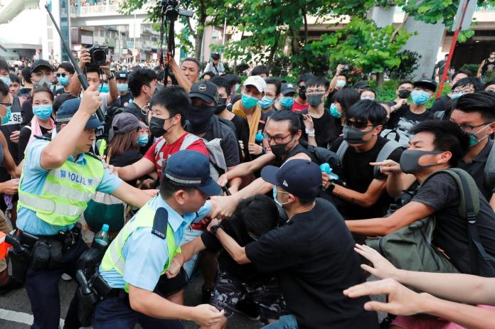[NEWS] Hong Kong protesters, police clash as demonstrations target Chinese traders – Loganspace AI