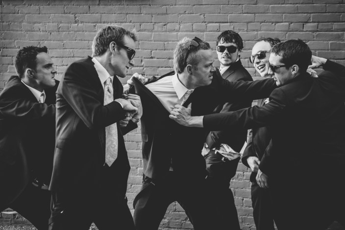 wedding-photography-groomsmen-fight_001