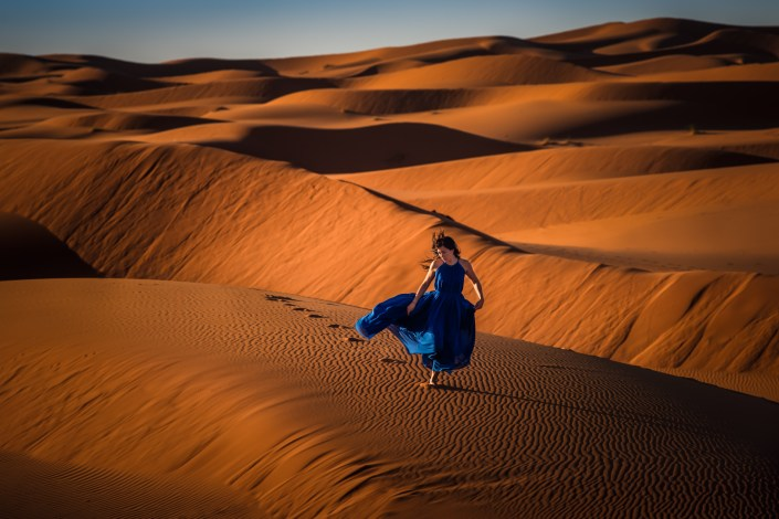 woman-run-desert-blue-dress-2