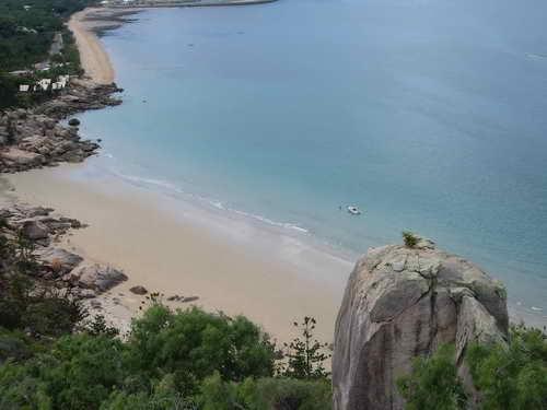 beach-close-base-magnetic-island
