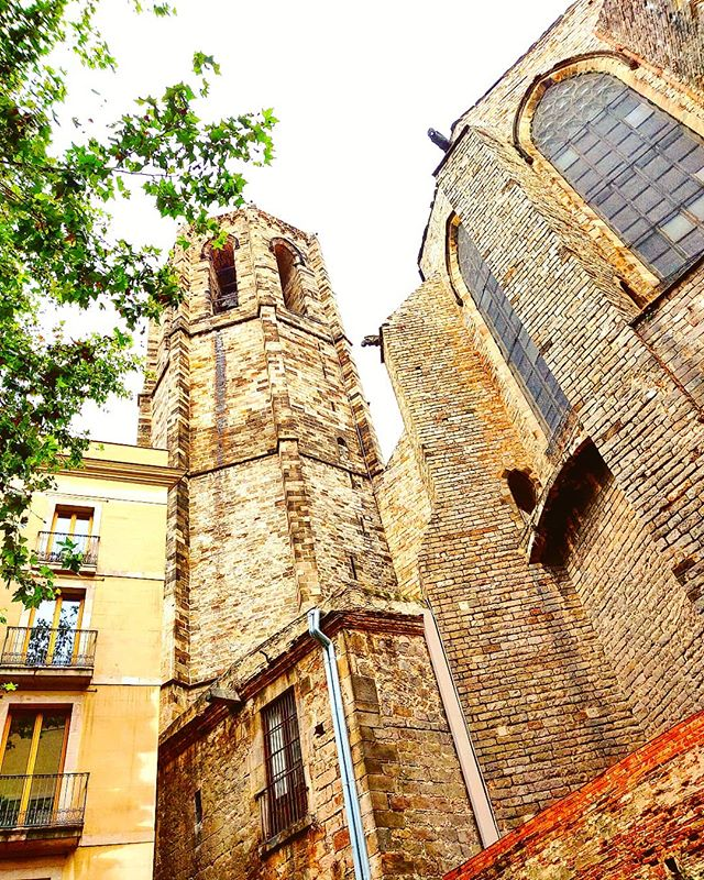 What's important is your point of view #architecture #gothic #barcelona  #travel #travelling #toptags #travelstoke #visiting #traveler #instatravel #instago #wanderlust #trip #holiday #photooftheday #lifeofadventure #doyoutravel #tourism #tourist #instapassport #instatraveling #mytravelgram #travelgram #travelingram #igtravel #instalife #ig_worldphoto  #traveling #travelblog #instago