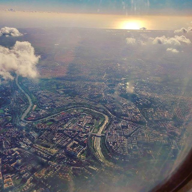 Roma caput mundi est #sunset #roma #caputmundi #tevere #river #flyover #porthole #clouds•••  #travel #travelling #traveler #instatravel #instago  #photooftheday #lifeofadventure #doyoutravel #instapassport #instatraveling #mytravelgram #travelgram #travelingram #igtravel #instalife #ig_worldphoto #traveling #travelblog #instago #travelstoke