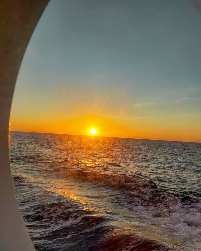 Can you feel the vibes when the sun touch down the sea? •••#sunset #sun #porthole #oblo #medsea #sailor #cruising #cruise #crew #sailing #travel #traveling #traveler #instatravel #instapassport #instatraveling #travelgram #travelingram #igtravel #travelblog #sea #travelstoke