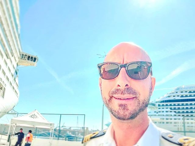 Back on pier •••#genova #genoa #sailor #mscfantasia #mscdivina s#msccruises #sunglare #rayban #wayfarer #cruising #cruise #crew #sailing #travel #traveling #traveler #instatravel #instapassport #instatraveling #travelgram #travelingram #igtravel #travelblog #sea #travelstoke