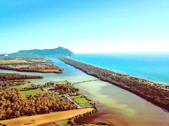 Postcard from my home•••#sabaudia #lake #sea #drone #dji #mavic  #sea #beach  #sand #water #naturelovers #seascape #beautiful  #natureza #vitaminsea #seaview #refelctions #summervibes #seaside #riverside #ocean #amazing #nature #ripples #water_shots #waterfall #bluesea #sealovers